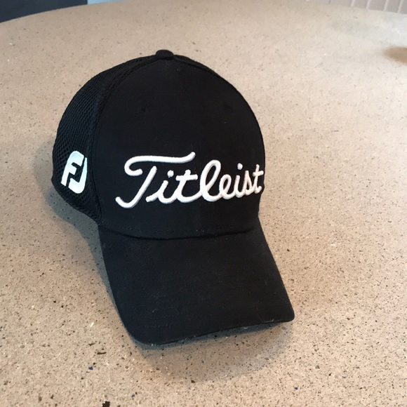 1da63130400 Men s Titleist Pro V1 Golf Hat M L. M 5adb63bd72ea88217874b846